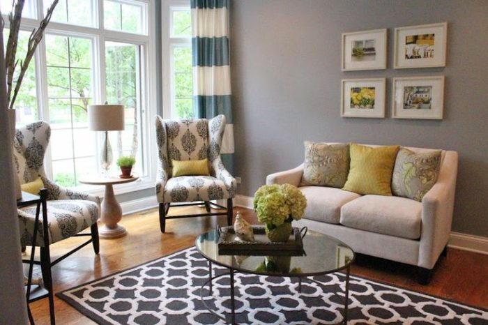 2,Living-room-area-rug-8-with-black-and-white-design